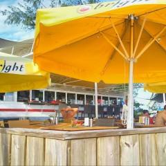 30 Seconds of Sunset Bliss, Karakter Beach Bar. St. Maarten