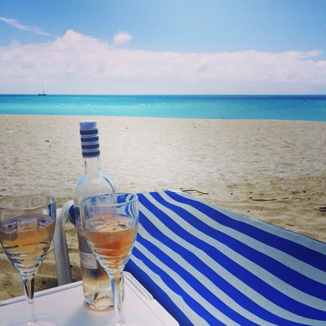Drinks on the beach at Dennis Cocktail Bar ,Antigua. Photo by @abimansoor