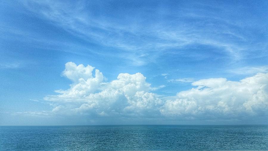 View of ocean from Highway 1 in Florida Keys
