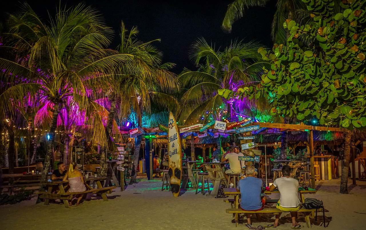 Chill Beach Bar, Lions Dive and Beach Resort, Curacao